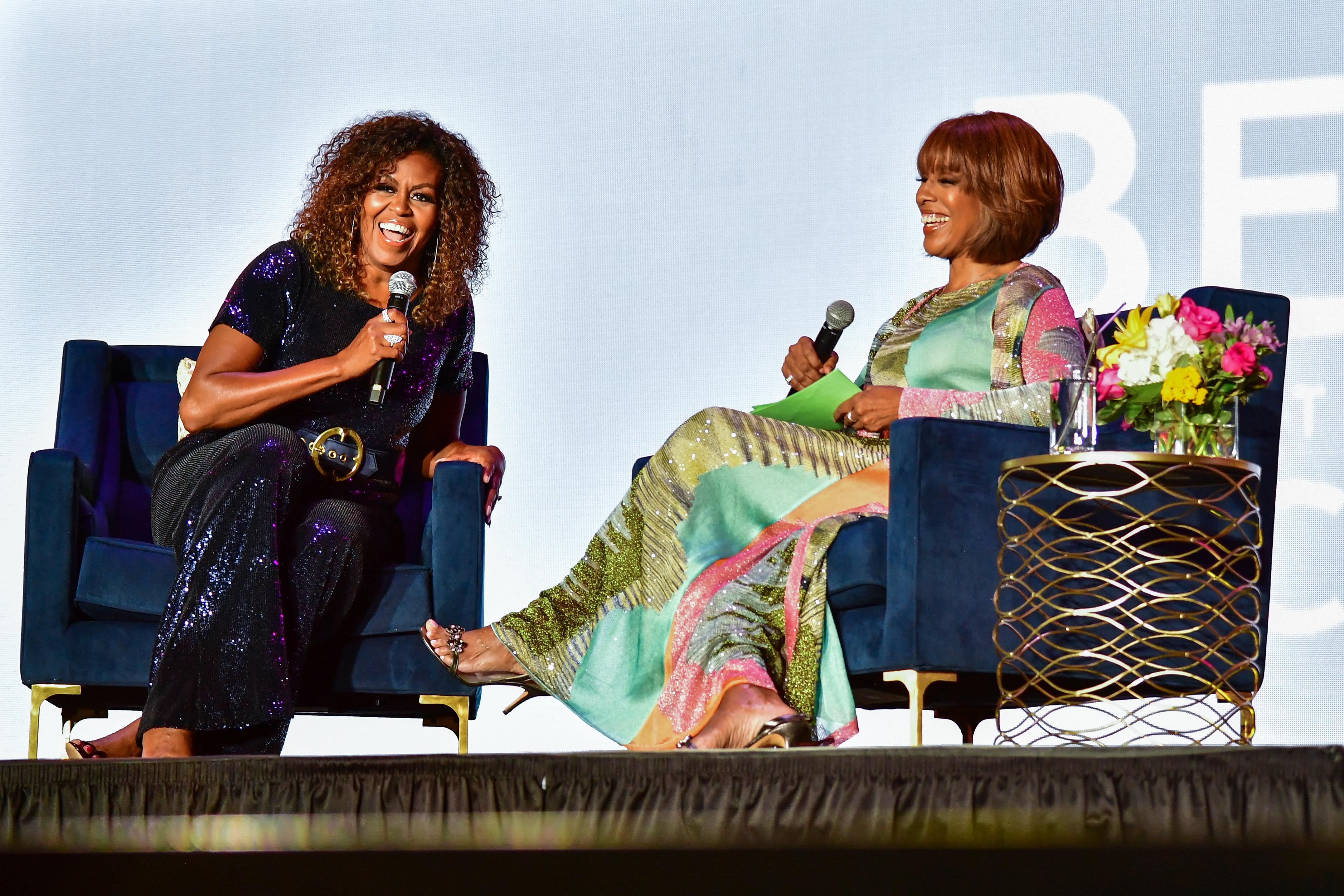 Michelle Obama cabelo cacheado