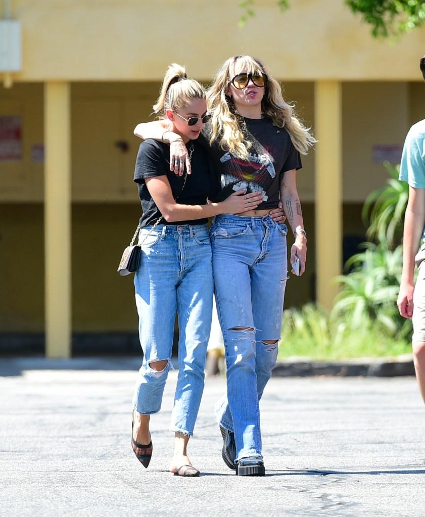 Miley Cyrus e Kaitlynn Carter
