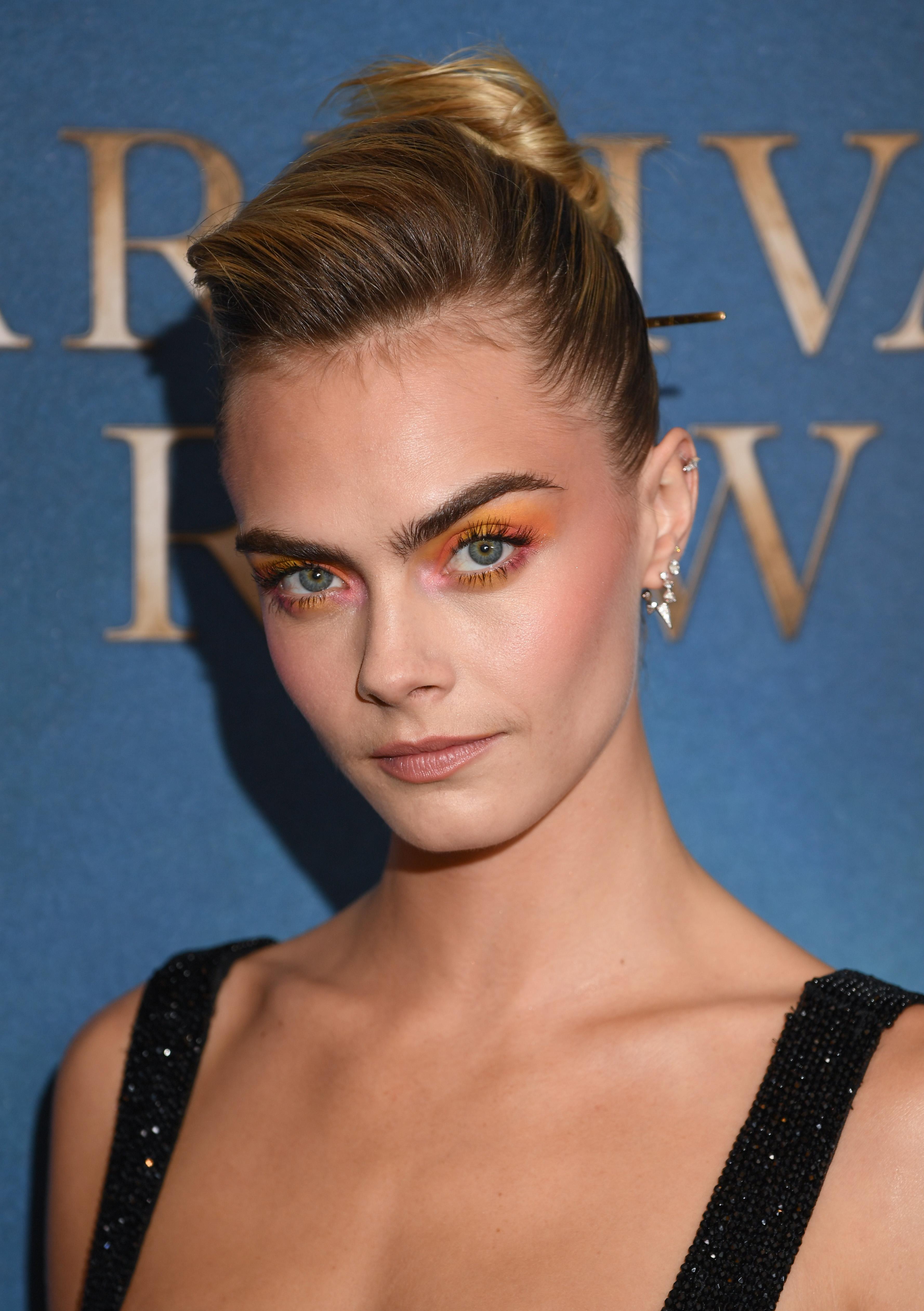 maquiagem-de-arco-iris-cara-delevingne