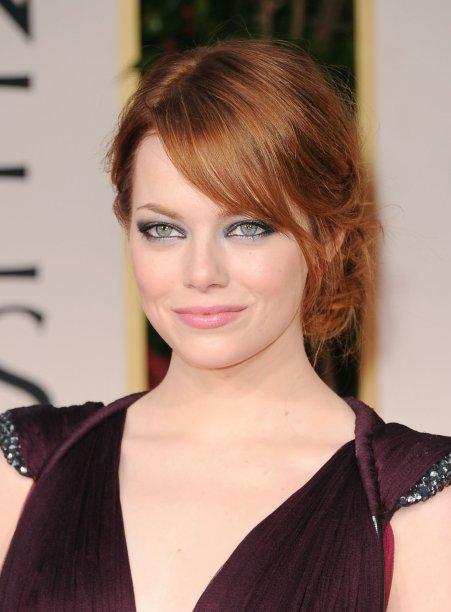 Ruivo em um tom mais escuro é um dos favoritos de Emma, visto que ela sempre volta para este look e não podemos culpá-la.