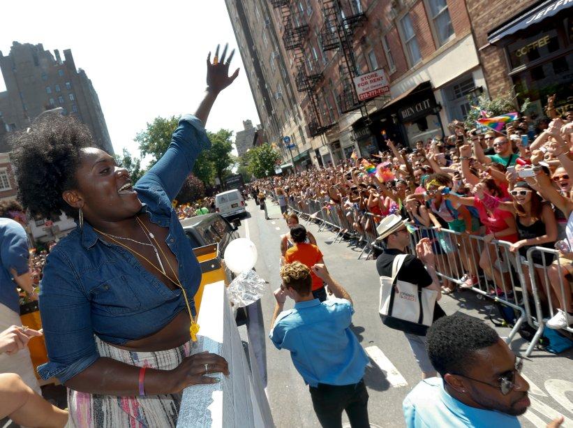 Danielle Brooks, a Taystee de Orange is the New Black, participa da Parada LGBT de Nova York em 2014
