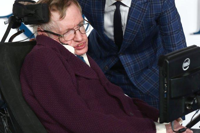 "Stephen Hawking e Eddie Redmayne na premiere de ""A Teoria de Tudo"""