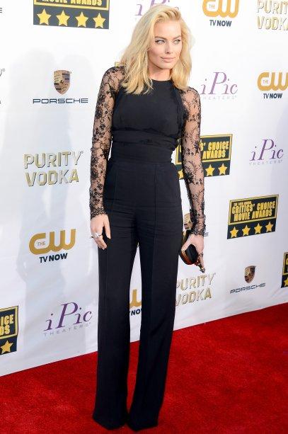 <span>Em 2014, a atriz elegeu um macacão Elie Saab, sapatos Christian Louboutin e uma bolsa Alexander McQueen para o Critic's Choice.</span>