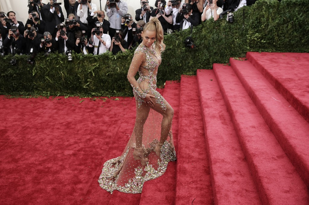 Beyoncé MET Gala China: Through The Looking Glass