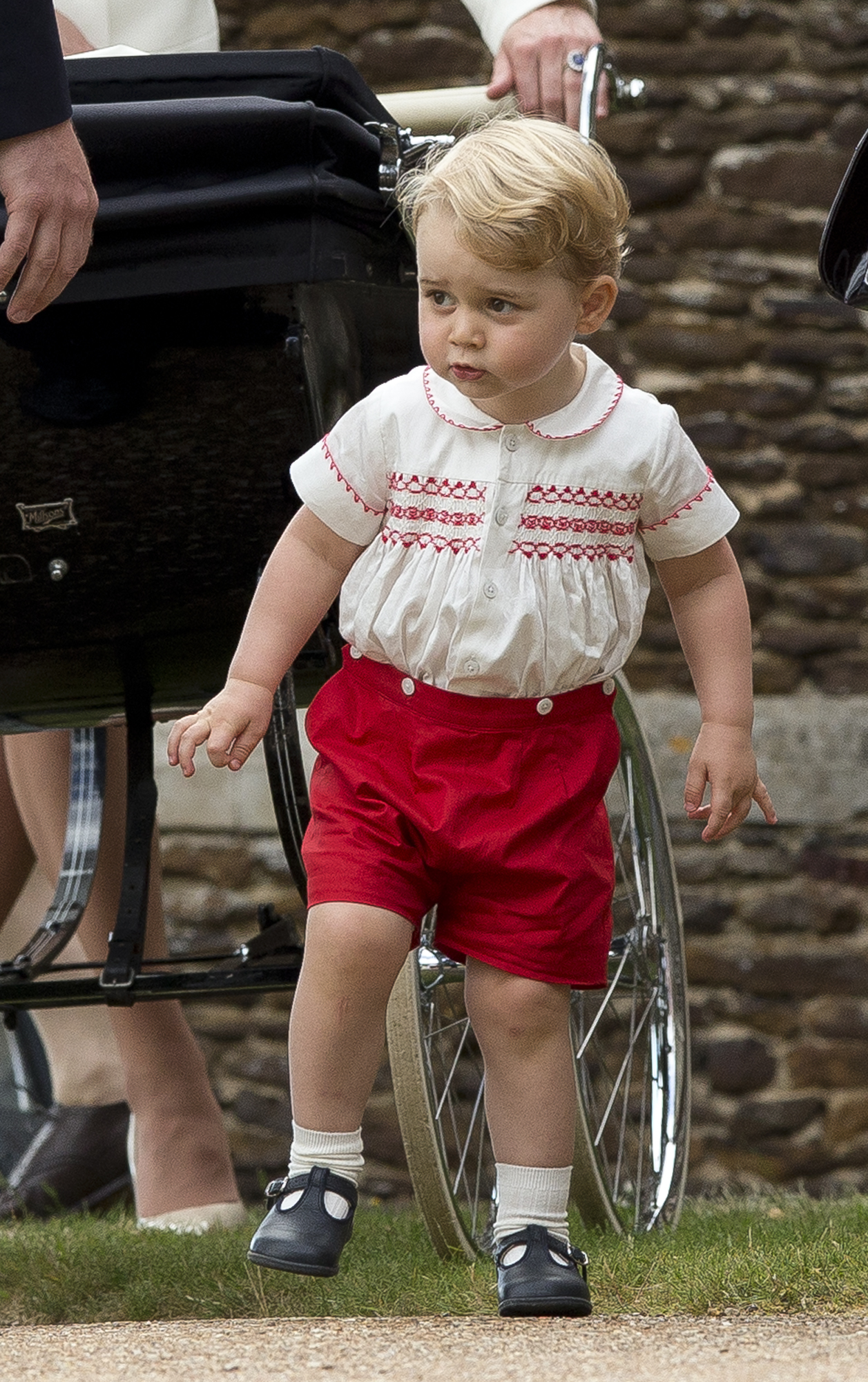 Príncipe George no batizado da Princesa CHarlotte