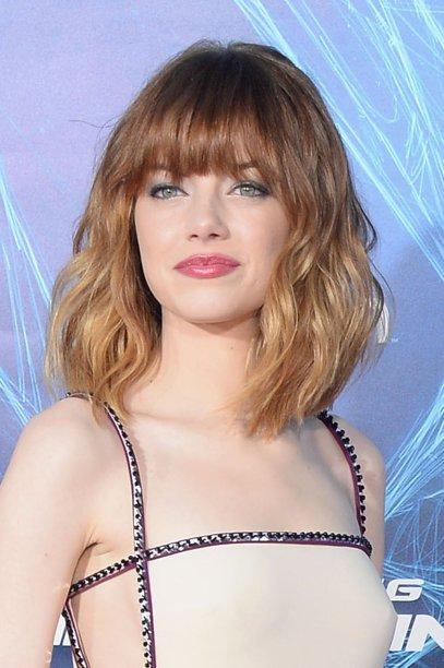 Mais uma Emma, mais uma referência de cabelo, não é mesmo? Com as raízes castanhas com nuances ruivas e as pontas loiras, a atriz arrasou com esse estilo messy e franjinha.