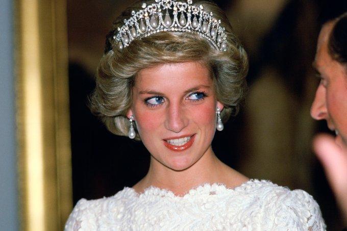 Princesa Diana usando a tiara Lover's Knot