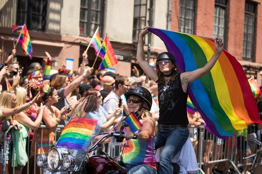 A Parada LGBT de Nova York passa pela Christopher Street, lugar fundamental para a luta LGBT, onde fica o bar Stonewall Inn