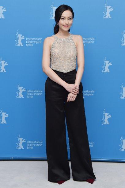 A atriz <b>Yao Yi Ti</b> na sessão de fotosde <i>Mr. Long</i>.