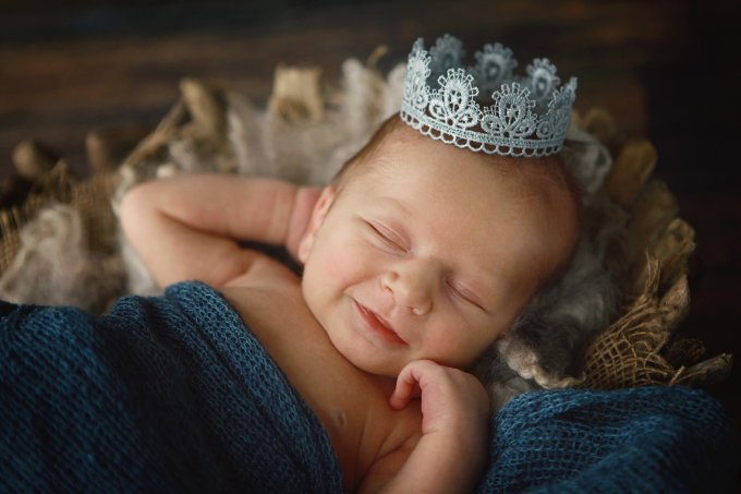 Bebê com coroa