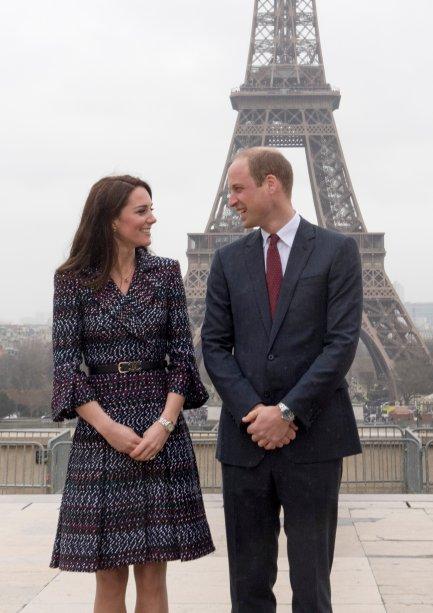 Os dois tiveram a oportunidade de iraté o relógio do Museu d'Orsay. Que foto mais linda!
