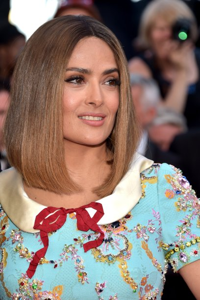 Camaleoa, não dissemos? No dia seguinte, Salma foi à comemoração dos 70 anos do Festival de Cinema de Cannes com um long bob ombré caramelo e arrasou!
