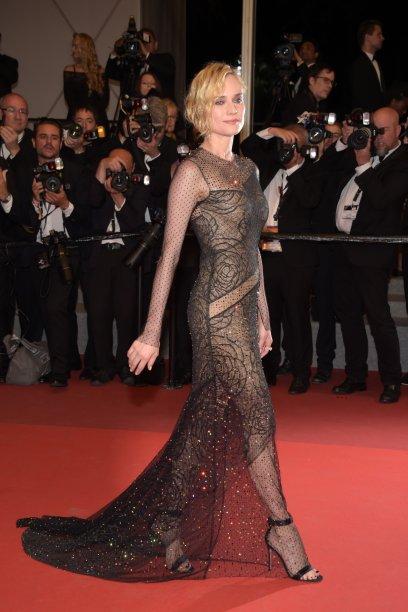 Com um Jason Wu colado ao corpo, numa première do filme 'In the Fade', que rendeu a ela o prêmio de melhor atriz no Festival de Cannes deste ano.