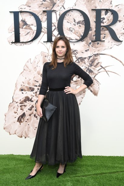 <strong>Felicity Jones </strong>no desfile da <strong>Dior</strong>.