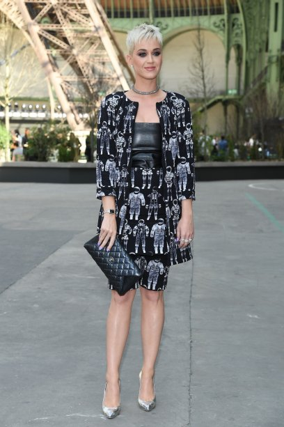 <strong>Katy Perry</strong> no desfile da <strong>Chanel</strong>.