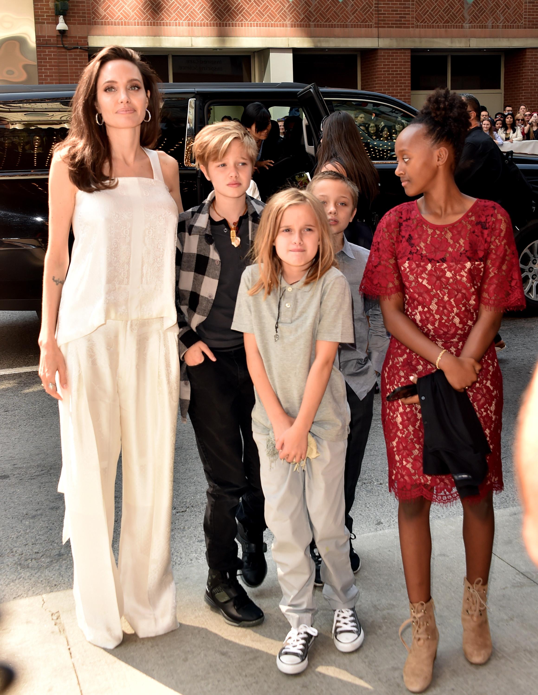 Angelina Jolie e seus filhos