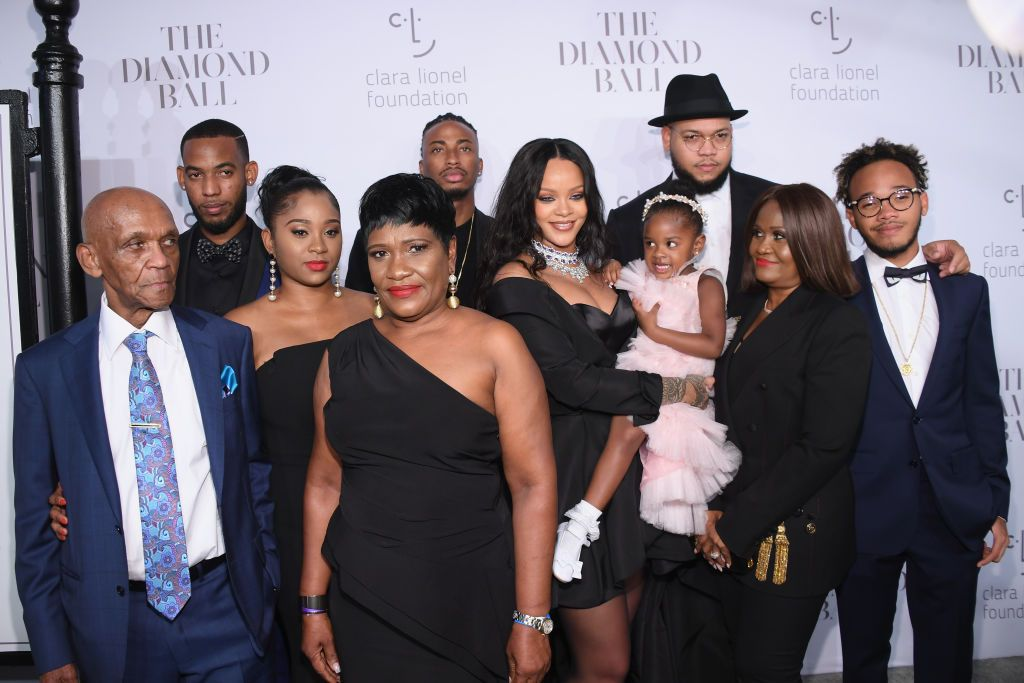 Rihanna reúne a família no Baile Anual Diamond Ball