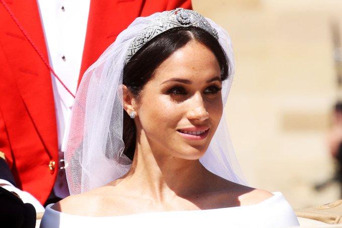 Noiva de coroa: 40 modelos deslumbrantes para servir de inspiração