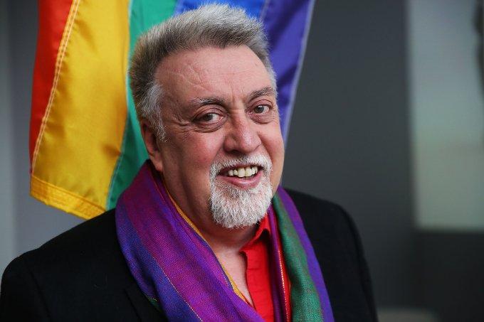 Gilbert Baker criador da bandeira do arco-íris LGBT