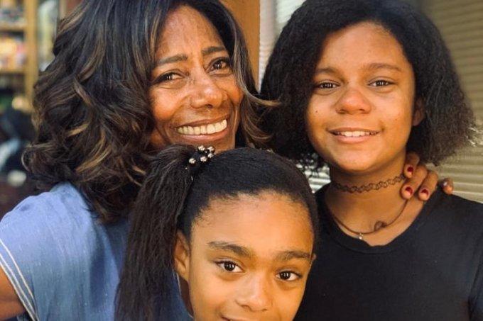Glória-Maria-e-as-duas-filhas