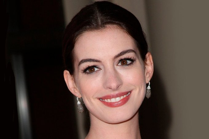 guess_anne_hathaway-1