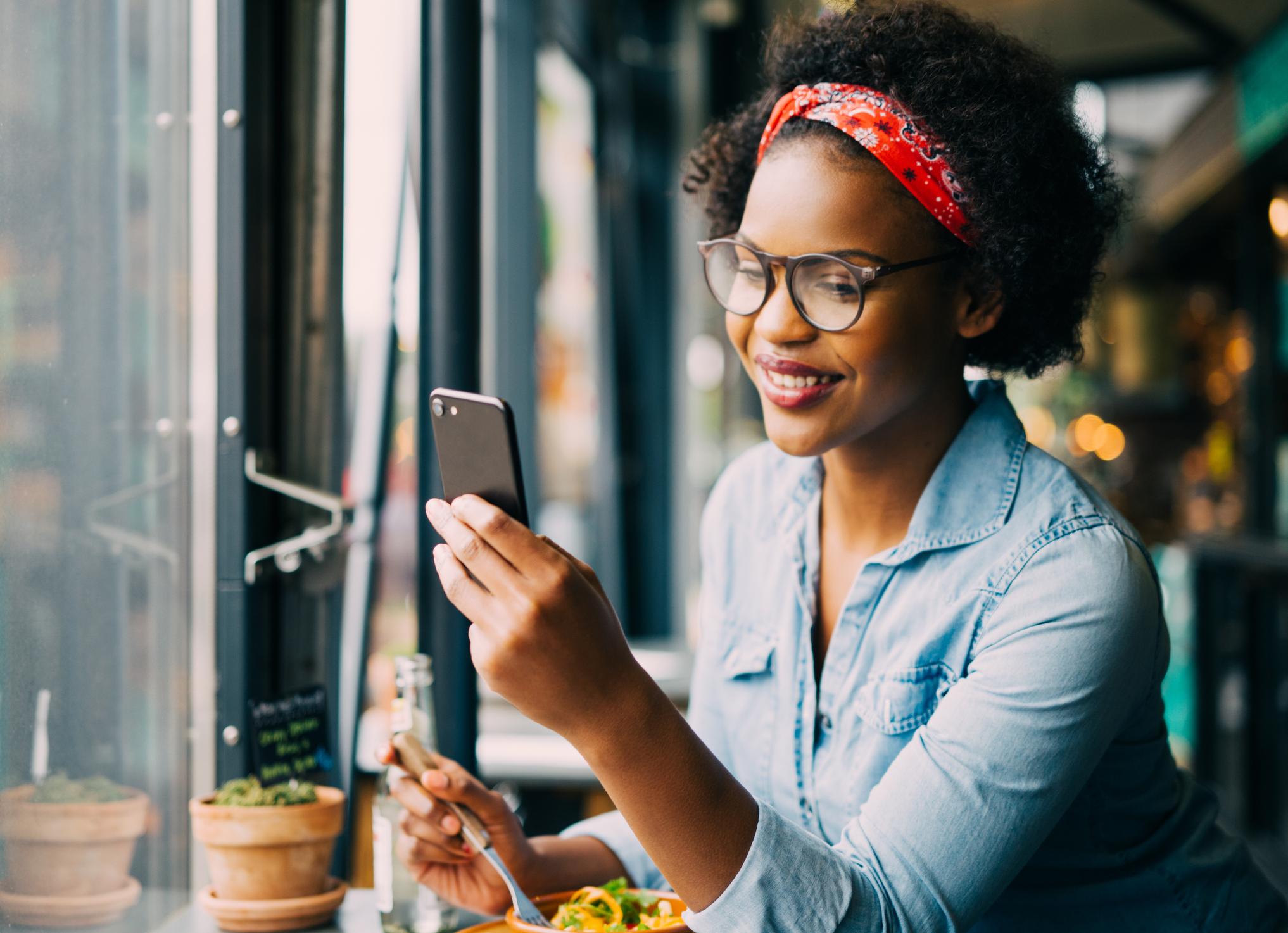 Hábitos diários para reduzir linhas de expressão - usar óculos