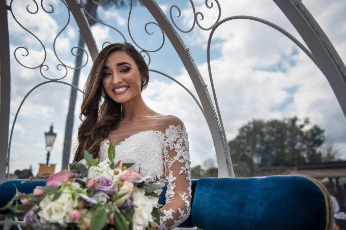 Noiva teve reação alérgica às flores do buquê no dia de seu casamento – mas ganhou festa novamente