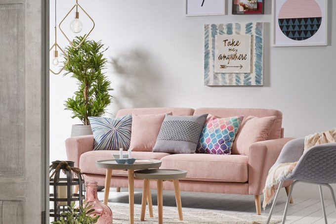 sofá rosa millennial