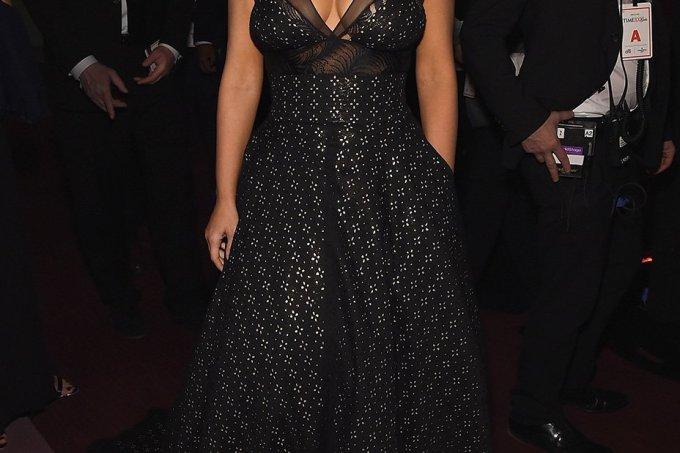 kim-kardashian-sophie-theallet_0-1