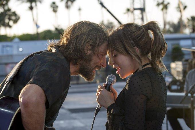 Lady Gaga e Bradley Cooper (Nasce uma Estrela)
