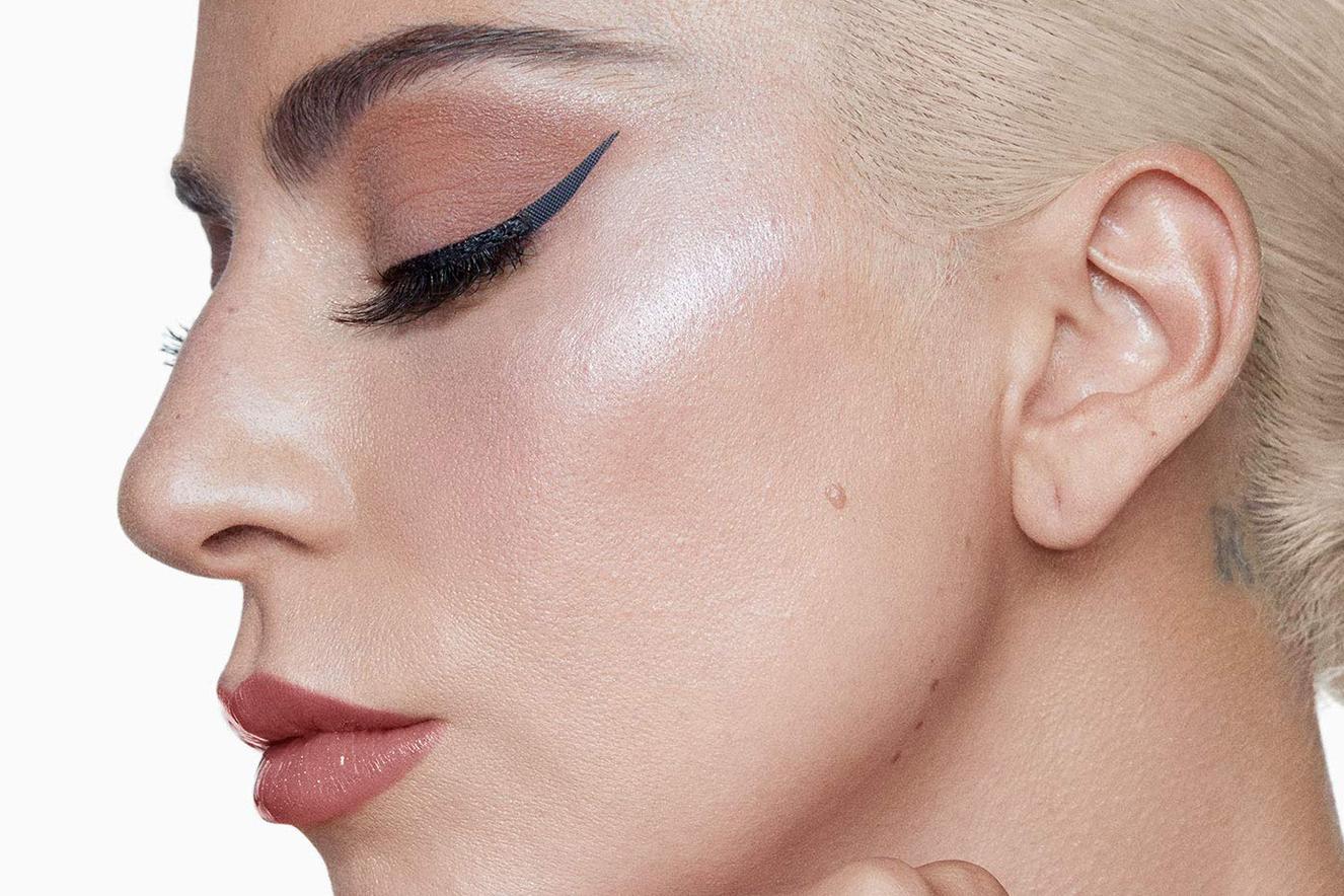 Lady Gaga lança delineador adesivo para quem não sabe fazer o ...