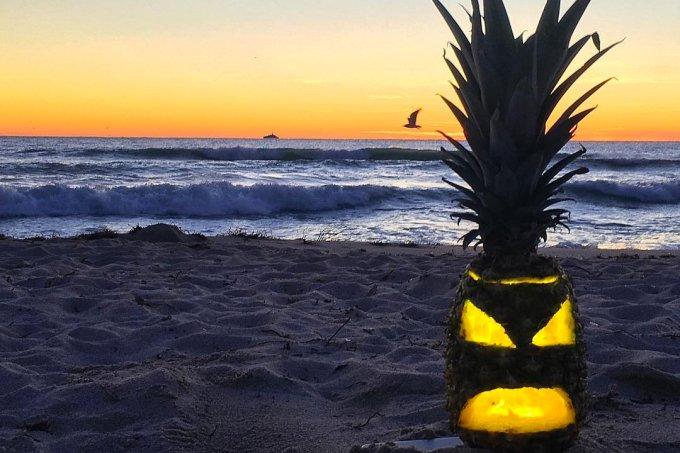 Lanterna de abacaxi para Halloween