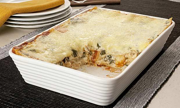 Lasanha de três queijos e espinafre