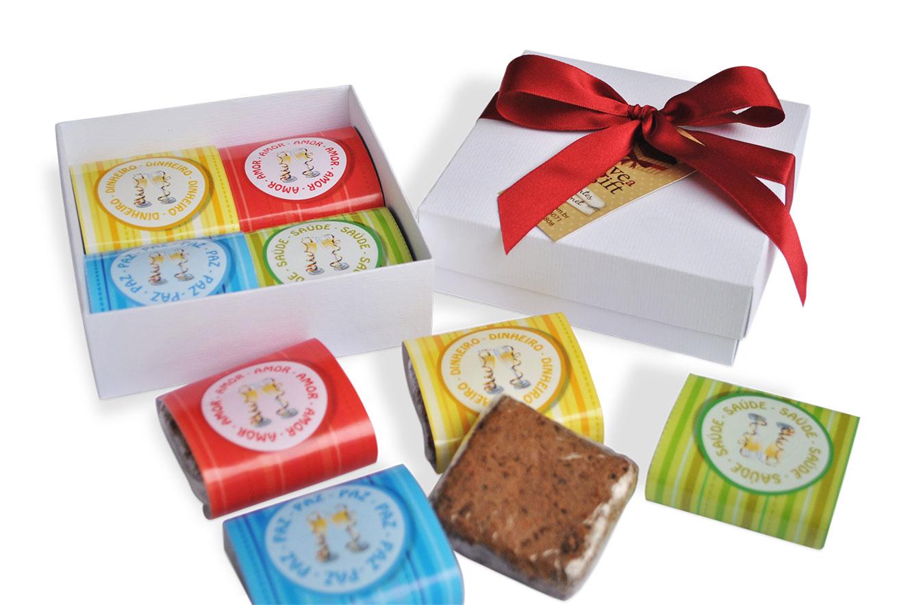 Caixa recheada com 4 brownies (opções em chocolate belga, brigadeiro e brownie branco) - ideias de lembrancinhas de natal
