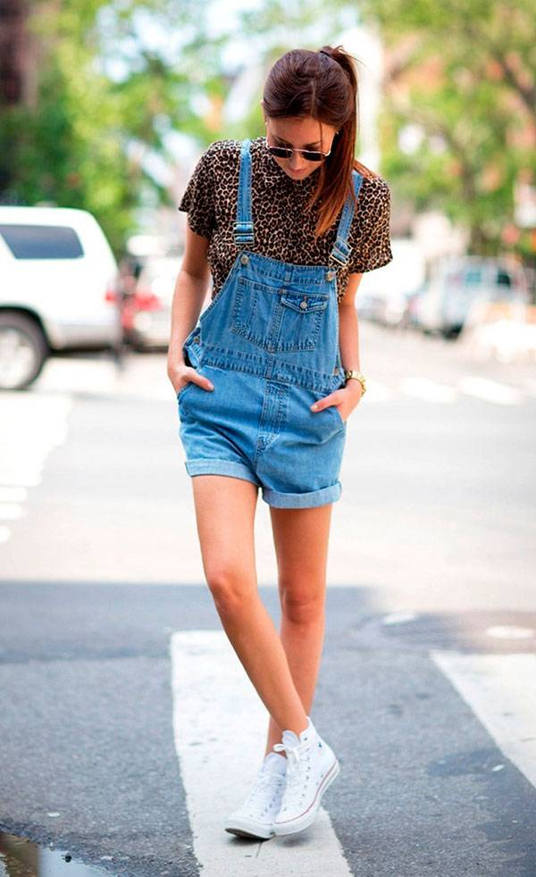 look-jardineira-jeans-blusa-oncinha-all-star-branco-160930-114714