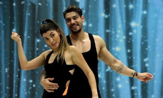 Lucas Lucco morde sua instrutora em Dança dos Famosos