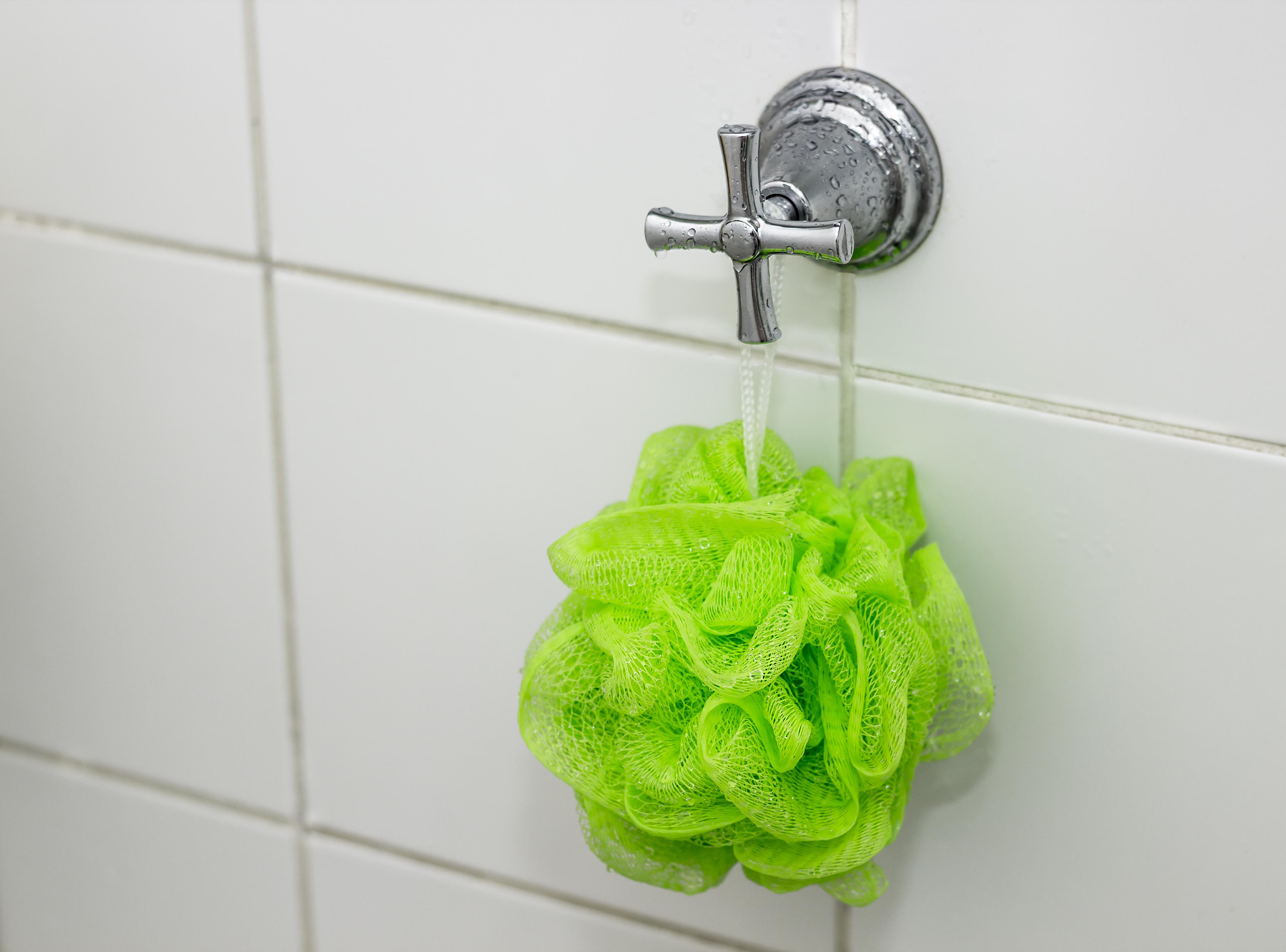 esponja banheiro registro