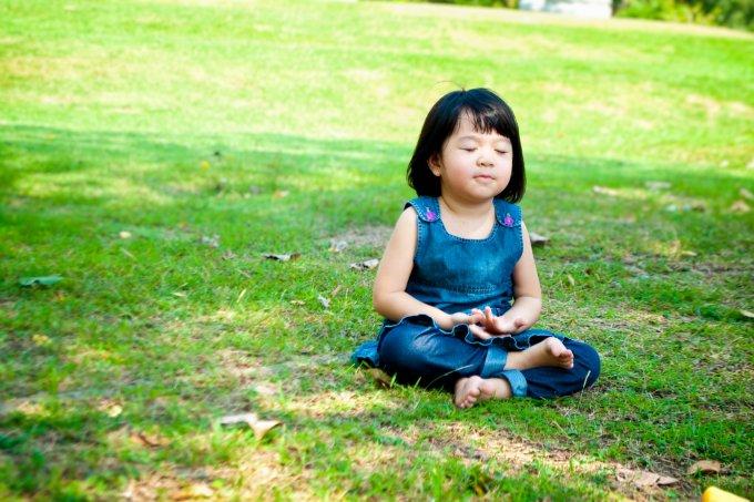 Como introduzir a meditação no dia a dia das crianças