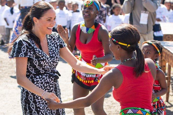 meghan-markle-africa-do-sul-vestido-esgotado