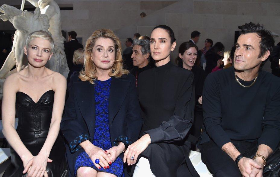 Michelle Williams, Catherine Deneuve, Jennifer Connelly e Justin Theroux no desfile da Louis Vuitton