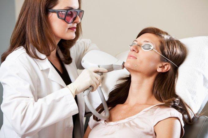 Mitos e verdades sobre depilação a laser no verão