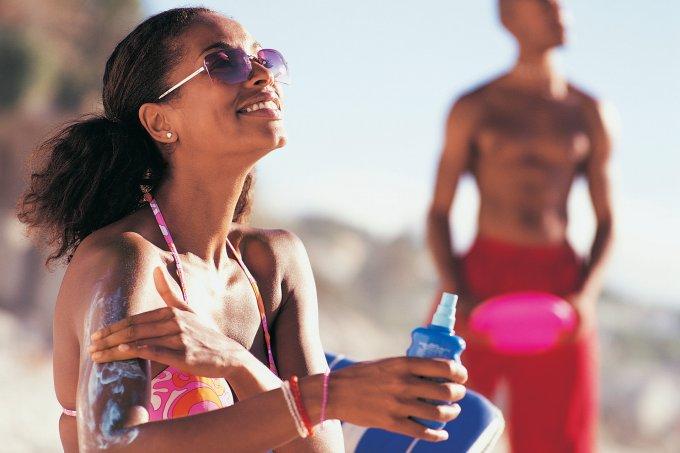 Mitos e verdades sobre proteção solar para pele negra