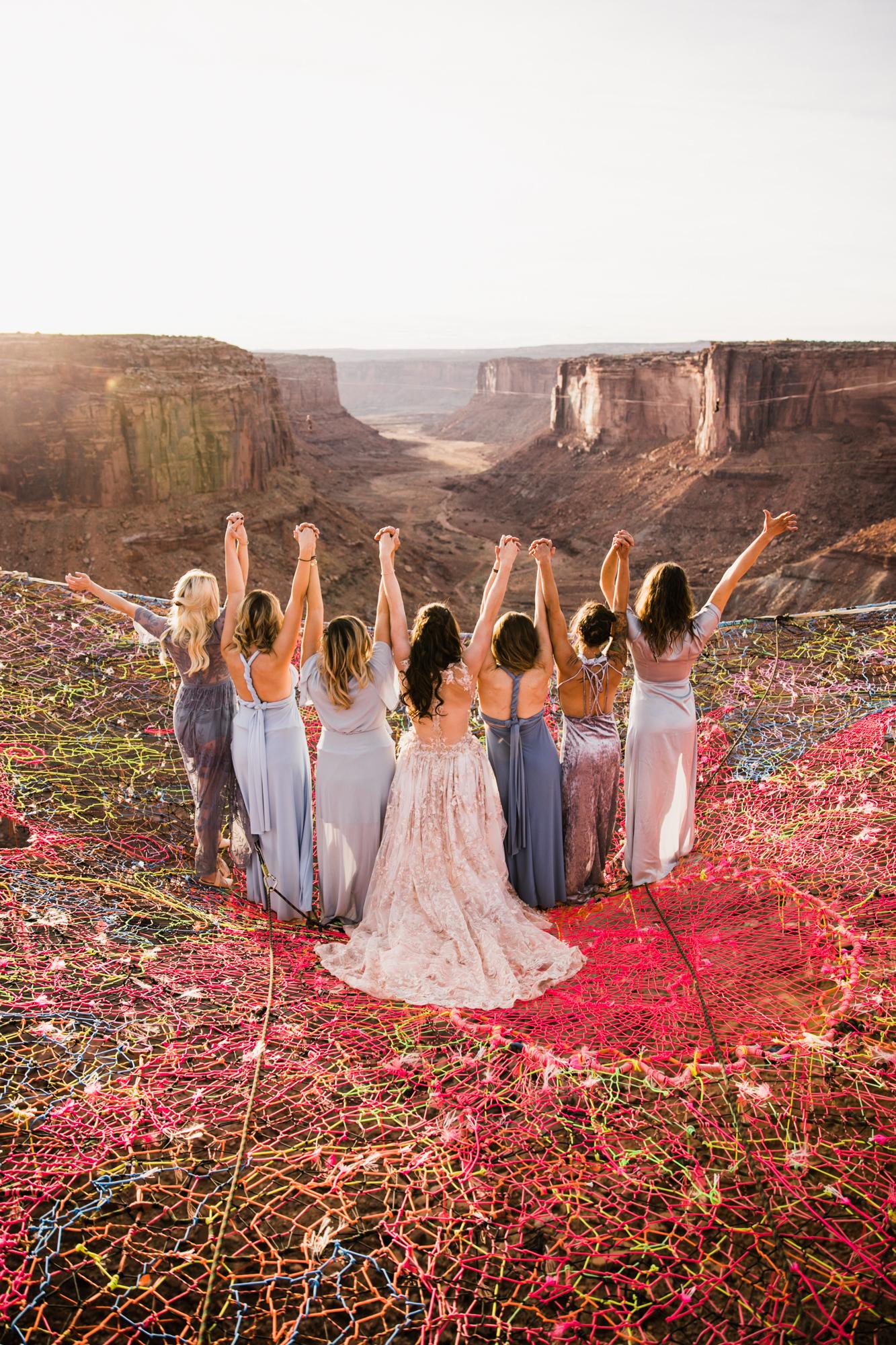 Cerimônia de casamento realizada a mais de 120 metros de altura em Utah, Estados Unidos