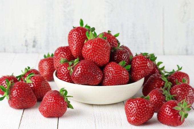 Receitas de doces de morango para aproveitar a época da fruta