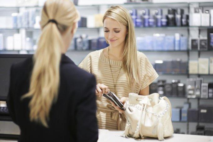 mulher-farmacia-vendendo-vendedora-65696-1
