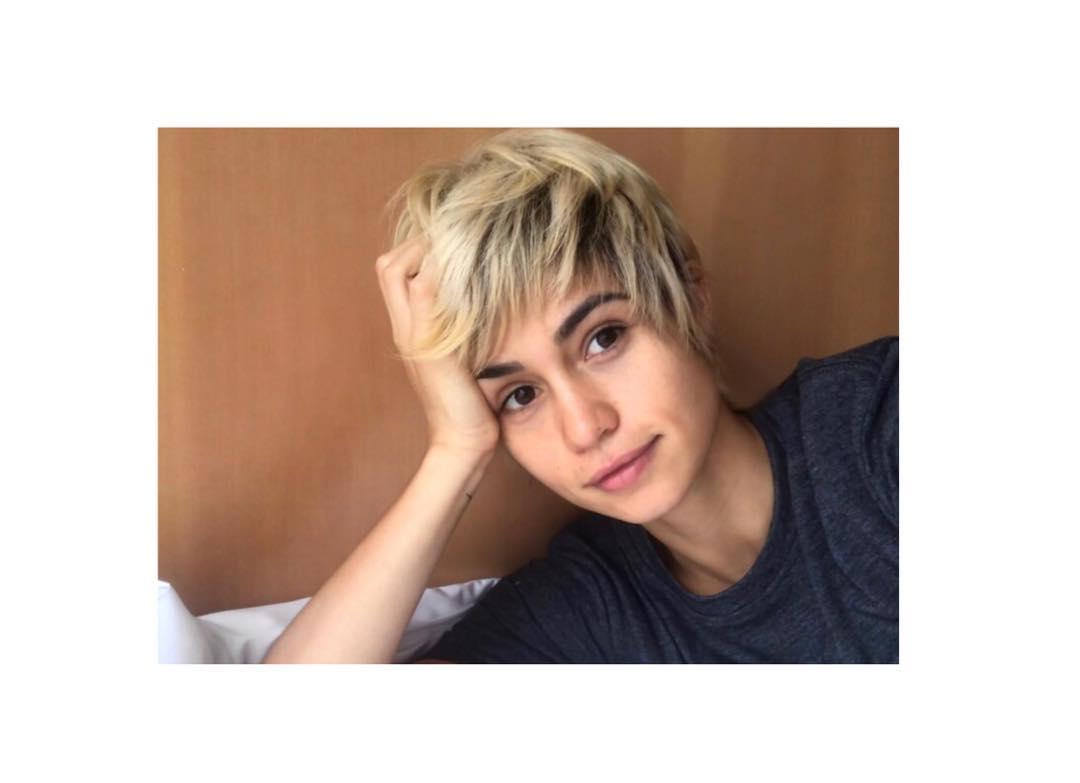 nanda costa cabelo loiro