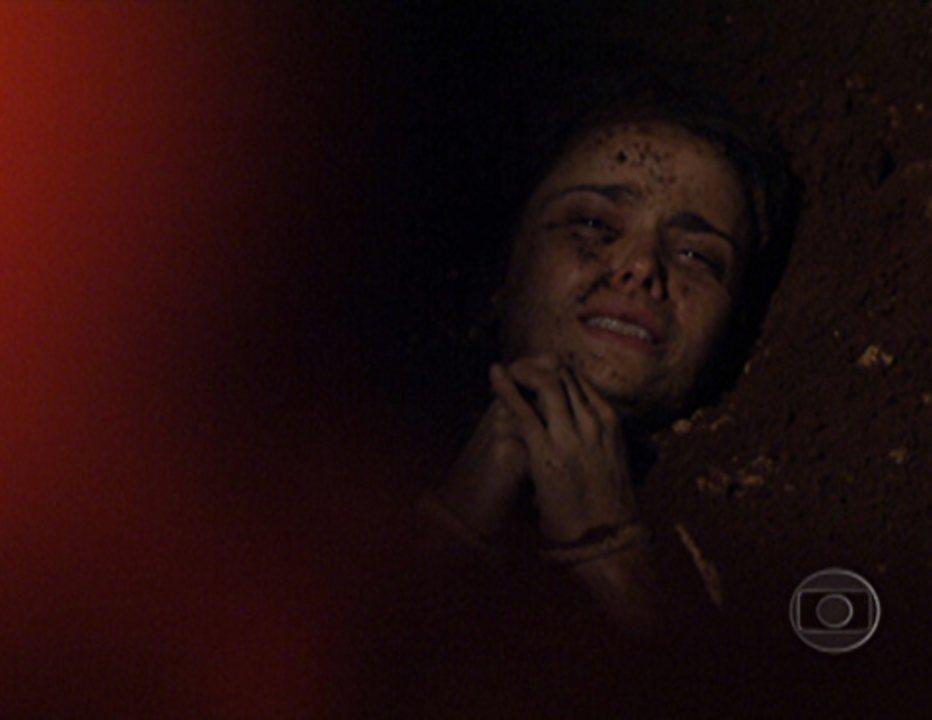 Nina enterrada em Avenida Brasil