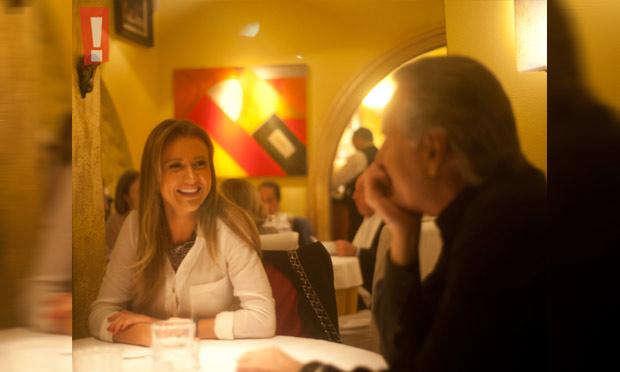 Novo casal! Flagramos Roberto Justus e a namorada, Ana Paula Siebert, em clima de romance