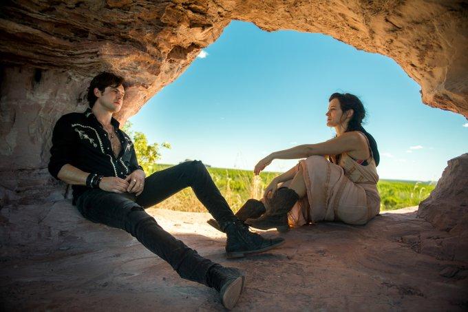 "O Outro lado do Paraíso: Gael (Sergio Guizé) e Clara (Bianca Bin) em ""O Outro Lado do Paraíso"""