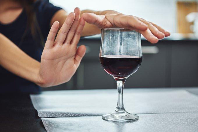 O que acontece com seu corpo quando você para de beber álcool